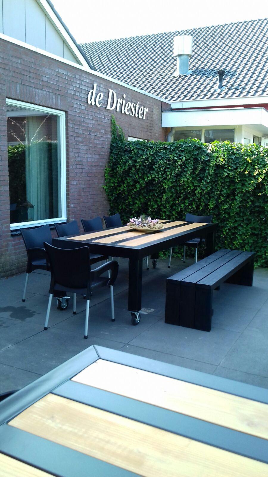 Nieuw meubilair voor het terras van de driester for Meubilair basisschool